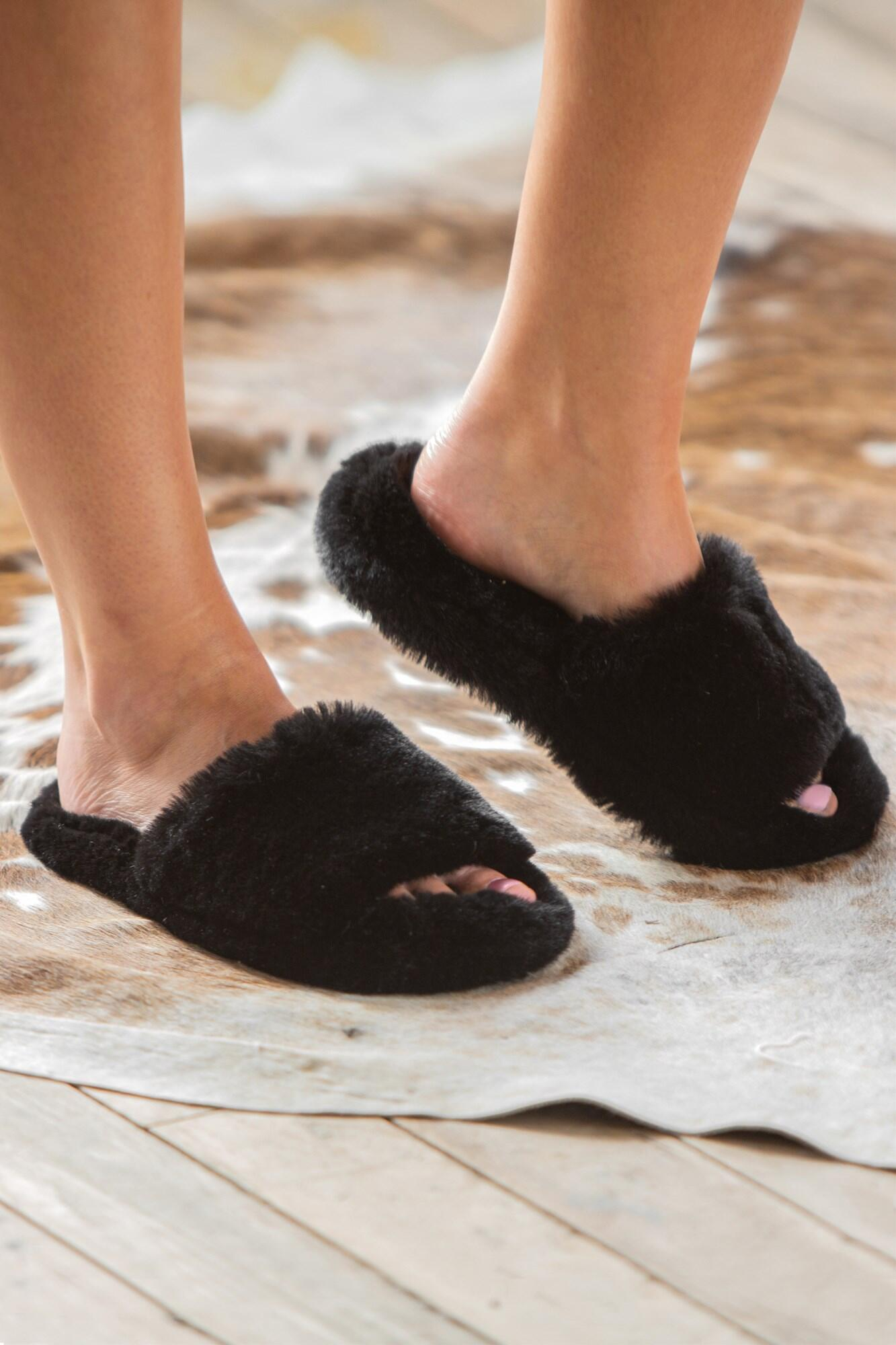 Cosy Faux Fur Slider Slippers - Black
